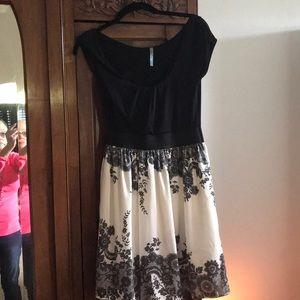 Dresses & Skirts - Black and white dress.